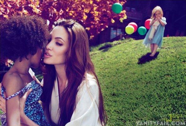 Angelina Jolie pose pour Vanity Fair.