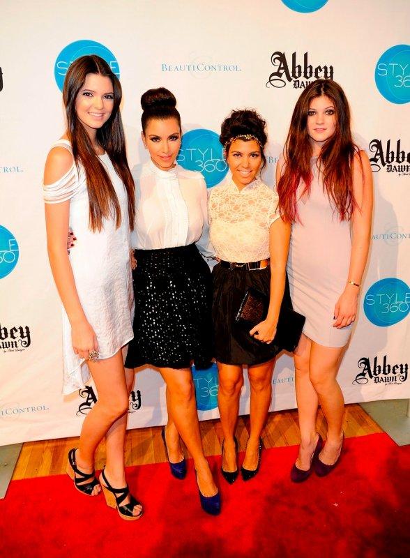 Les soeurs Kardashian/Jenner à un évènement.