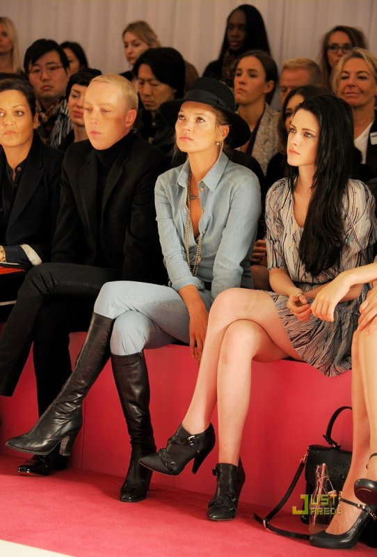 Kate Moss et Kristen Stewart au défilé Mulberry. Fashion Week de Londres