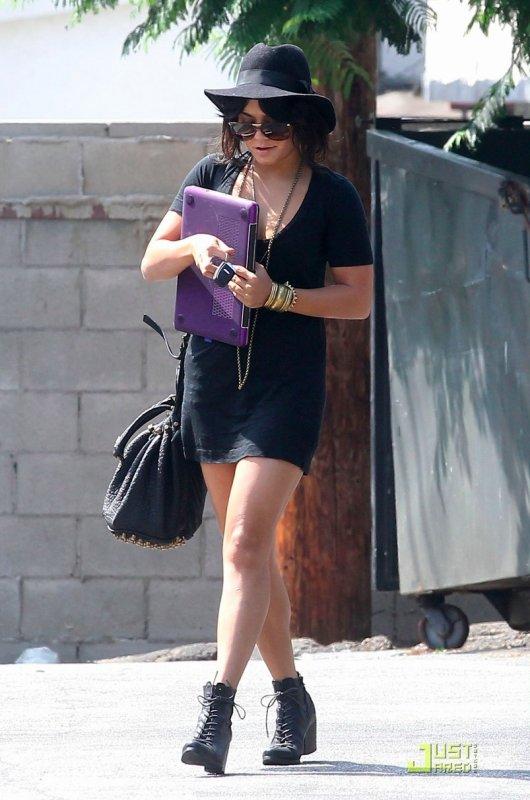 Vanessa Hudgens de sortie. Los Angeles