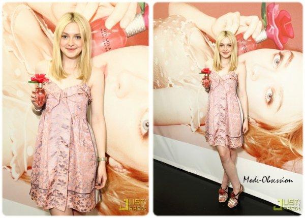 Dakota Fanning pour le lancement du parfum Oh Lola!