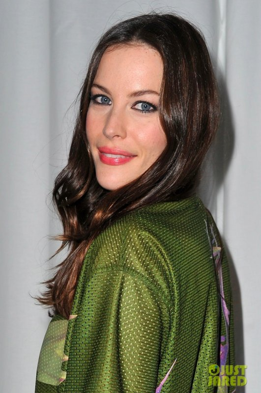 Liv Tyler au défilé Yves Saint Laurent. Fashion Week de Paris
