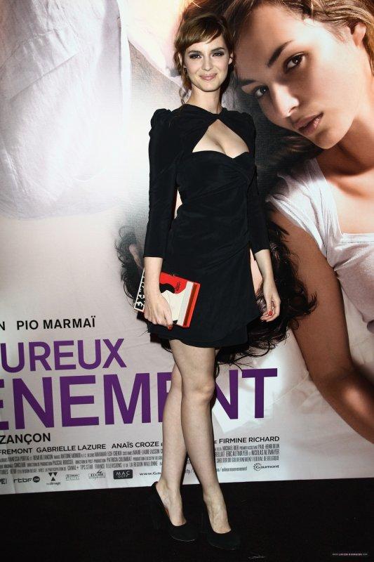 Louise Bourgoin à la première de son film Un Heureux Évènement. Paris