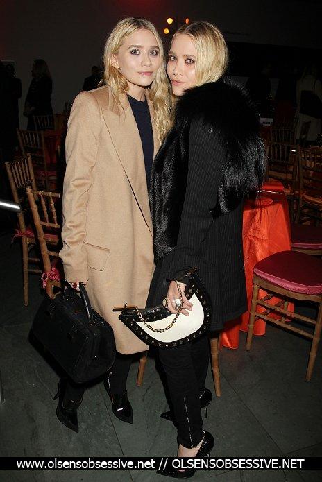 Les soeurs Olsen à un évènement.