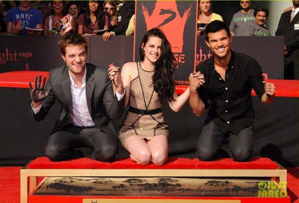 Robert Pattinson, Kristen Stewart et Taylor Lautner ont laissé leurs empreintes. Hollywood