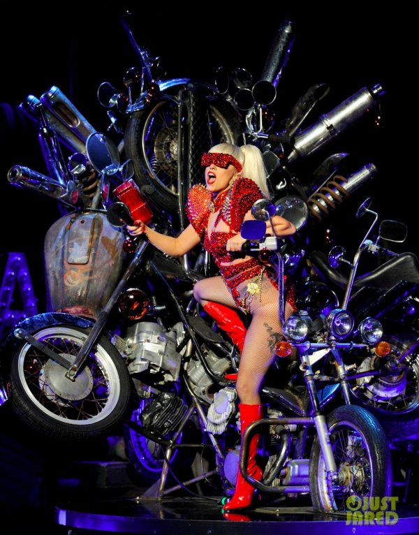 Lady Gaga en live à Los Angeles. KIIS FM's Jingle Ball