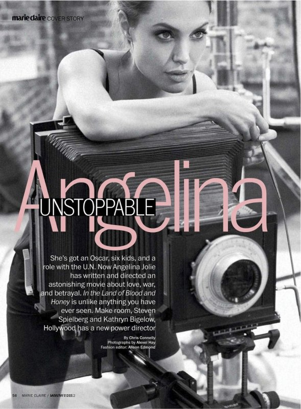 Angelina Jolie pose pour Marie Claire.