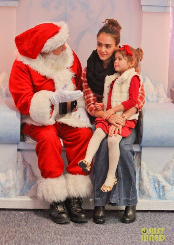 Jessica Alba emmène sa fille voir le père noël. Beverly Hills