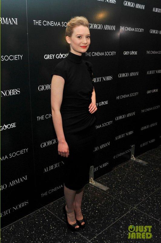 Mia Wasikowska et Rose Byrne à la première d'un film. New York
