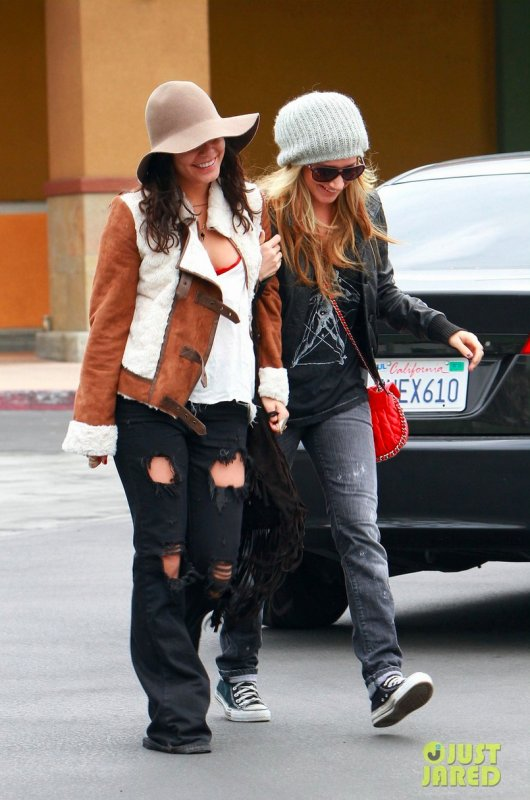 Ashley Tisdale et Vanessa Hudgens de sortie.