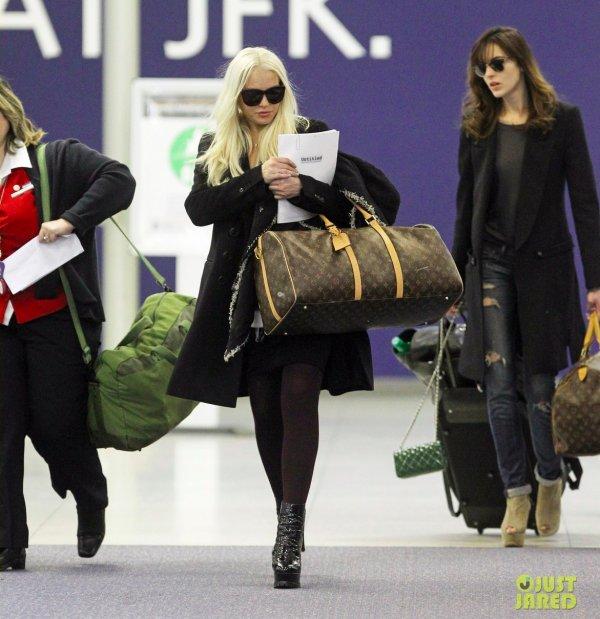 Les soeurs Lohan à l'aéroport.