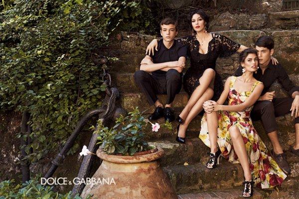 Monica Bellucci pose pour D&G. printemps / été 2012