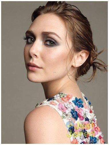 Elizabeth Olsen pose pour Marie Claire.
