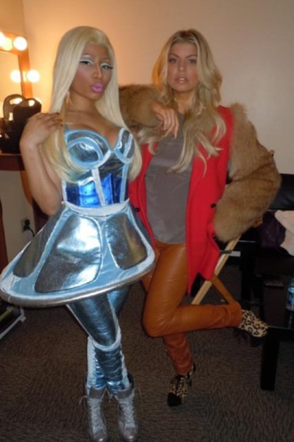 Nicki Minaj et Fergie dans les coulisses d'un concert.