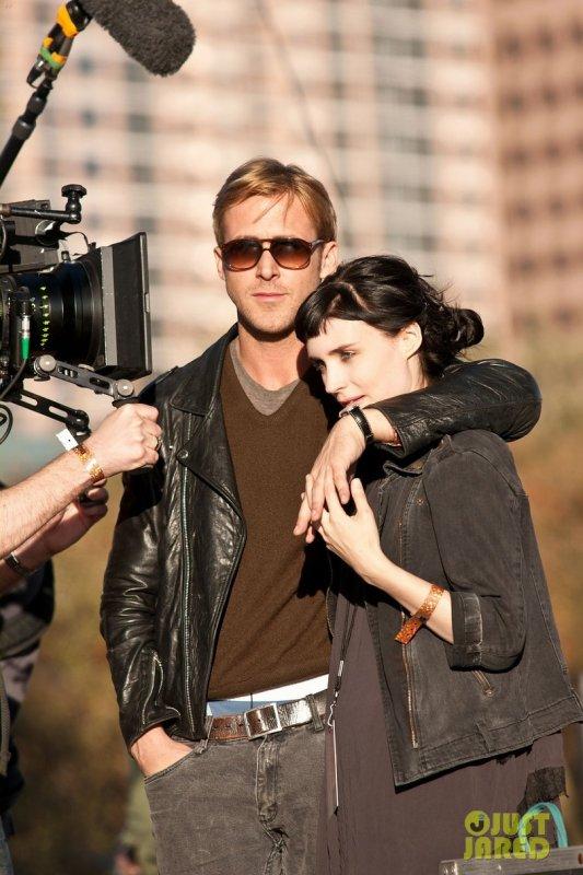 Ryan Gosling et Rooney Mara sur le tournage d'un film.