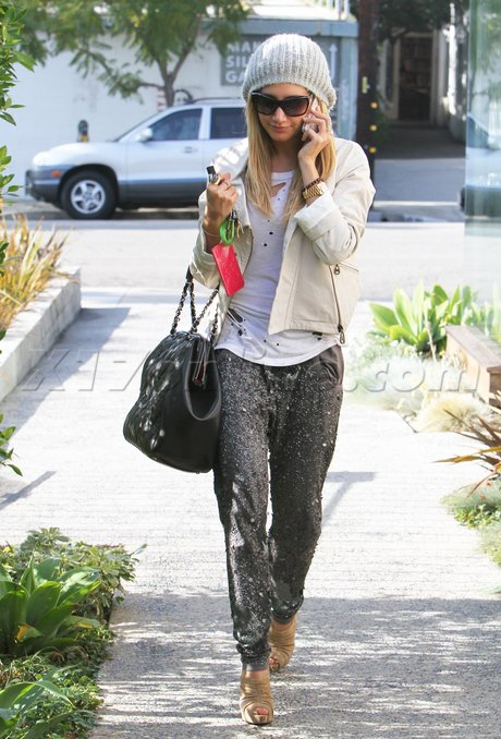 Ashley Tisdale de sortie.