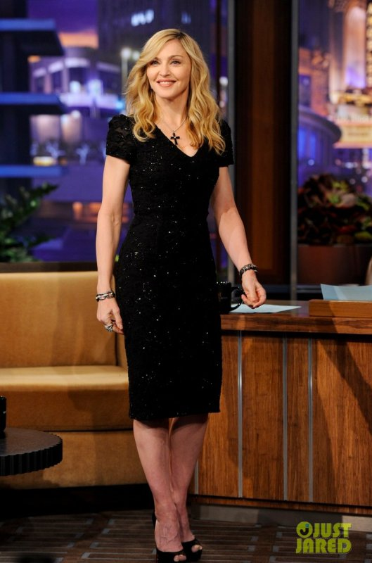 Madonna sur un plateau télé. The Tonight Show With Jay Leno