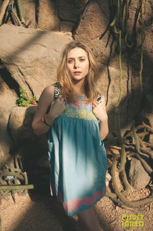 Elizabeth Olsen pose pour Asos.