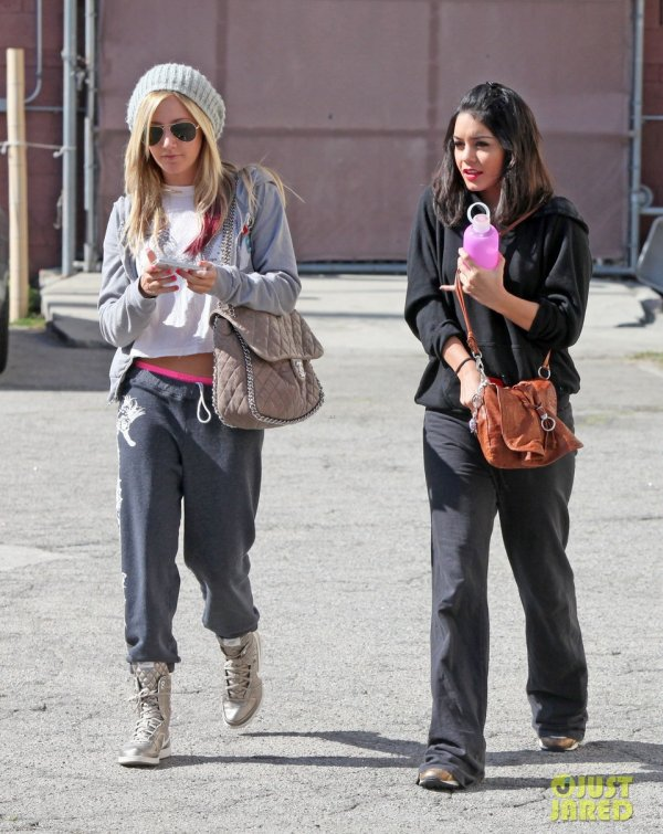 Ashley Tisdale et Vanessa Hudgens sortent de la danse. Los Angeles