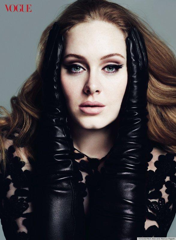 Adele pose pour Vogue.