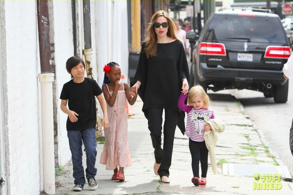 Angelina Jolie de sortie avec ses enfants.