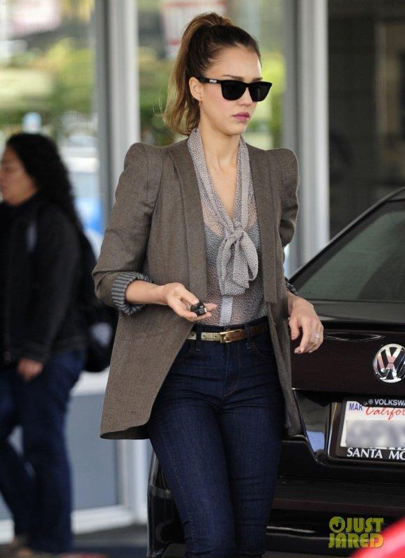 Jessica Alba à la station service. Beverly Hills