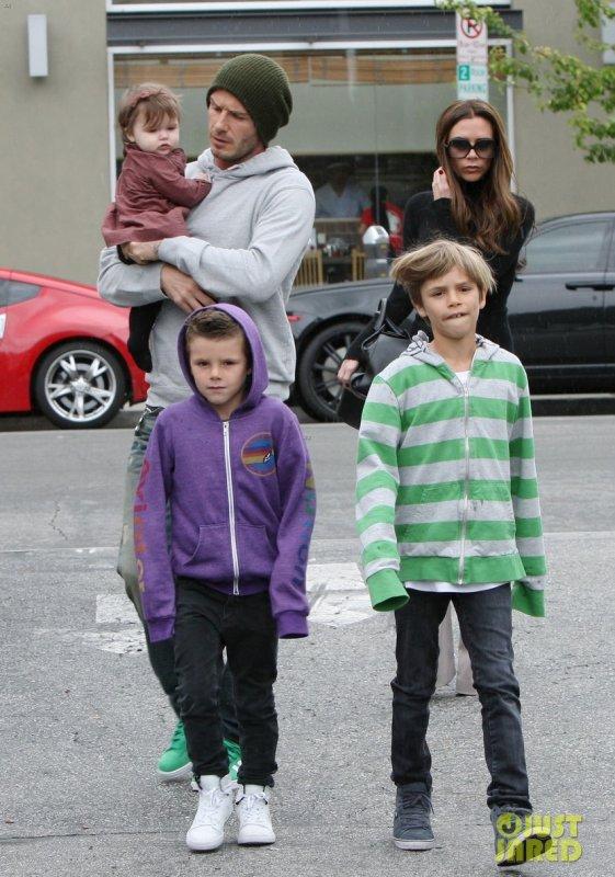 Les Beckham sortent manger. Santa Monica, Californie