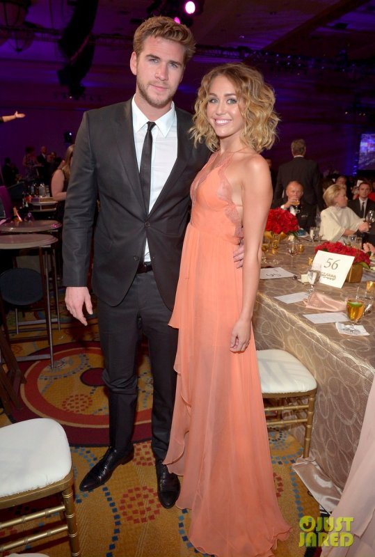 Liam Hemsworth et Miley Cyrus à un évènement. Muhammad Ali's Celebrity Fight Night XIII