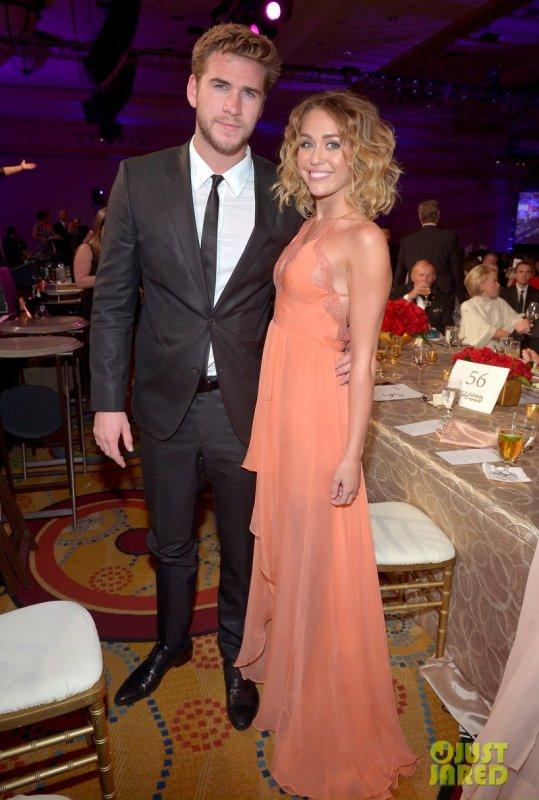 Liam Hemsworth et Miley Cyrus à un évènement. Muhammad Ali's Celebrity Fight Night XIII