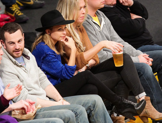 Nicole Richie à un match des Lakers. Los Angeles