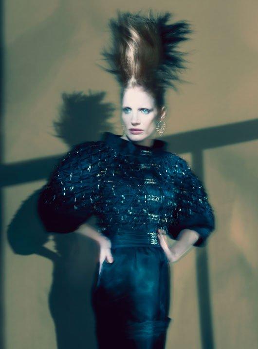 Jessica Chastain pose pour W magazine.
