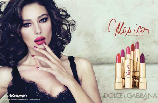 Monica Bellucci pose pour D&G maquillage.