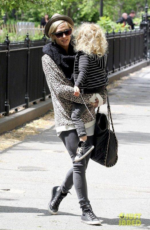 Ashlee Simpson de sortie avec son fils. New York