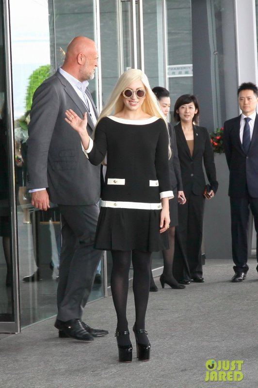Lady Gaga quitte son hôtel. Hong Kong
