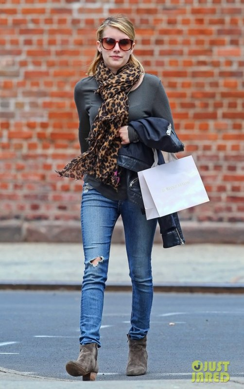 Emma Roberts fait du shopping. New York