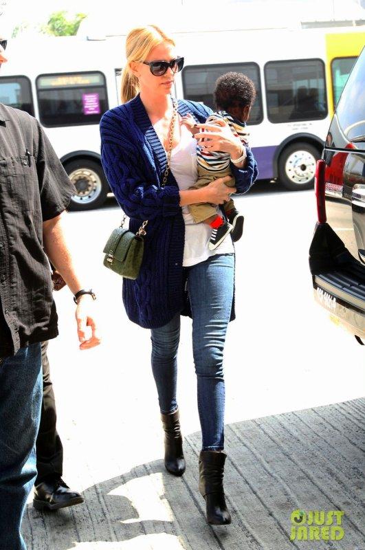 Charlize Theron à l'aéroport LAX. Los Angeles