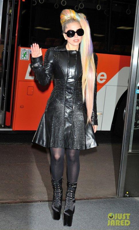 Lady Gaga à l'aéroport. Tokyo, Japon