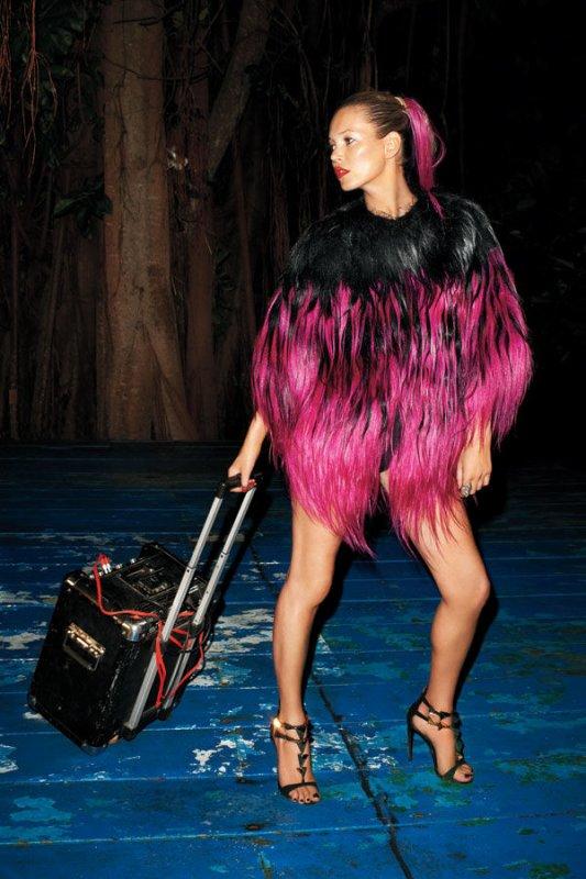 Kate Moss pose pour Harper's Bazaar.