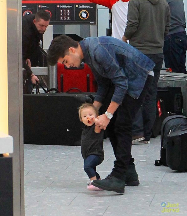 Zayn Malik à l'aéroport.