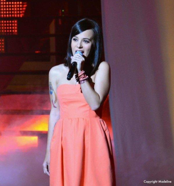 Alizée en live sur un plateau télé.