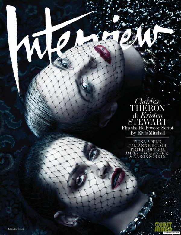 Charlize Theron et Kristen Stewart posent pour Interview.