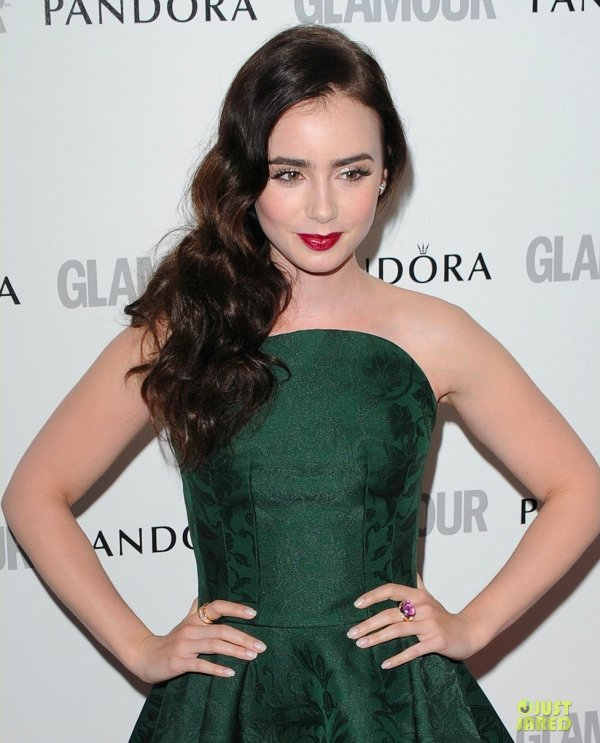 Lily Collins à un évènement à Londres. 2012 Glamour Women of the Year Awards