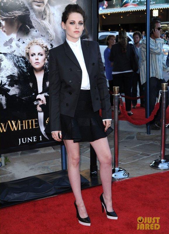 Kristen Stewart à une projection de Blanche Neige et le Chasseur. Los Angeles