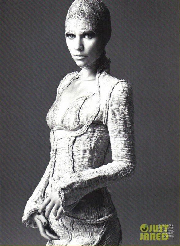 Claire Danes pose pour Harper's Bazaar.