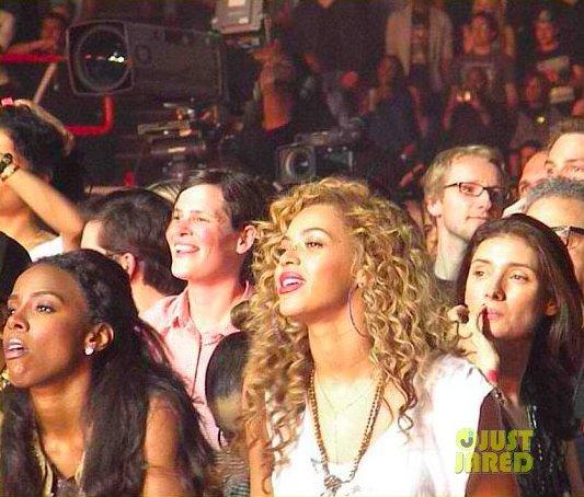 Kelly Rowland, Beyonce et Gwyneth Paltrow à un concert.