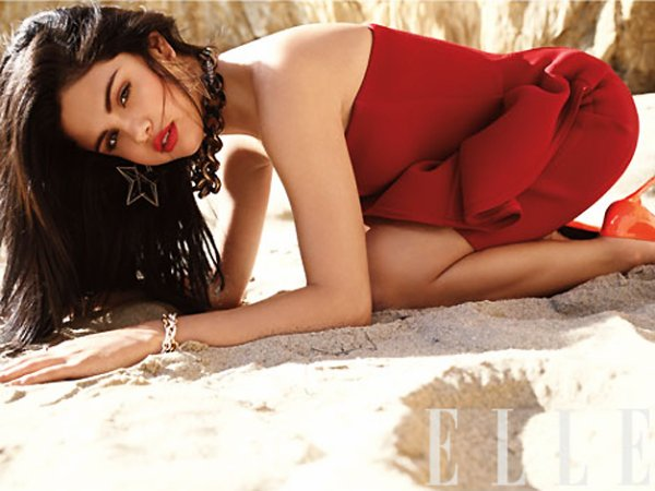 Selena Gomez pose pour ELLE.