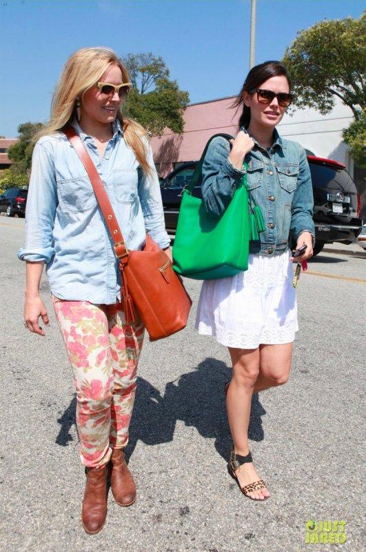 Kristen Bell et Rachel Bilson font du shopping. Beverly Hills