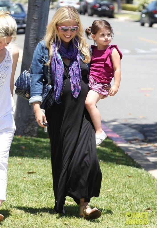 Sarah Michelle Gellar de sortie avec sa fille. Beverly Hills, Californie