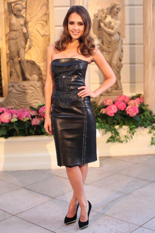 Jessica Alba au défilé Versace Haute Couture. Paris