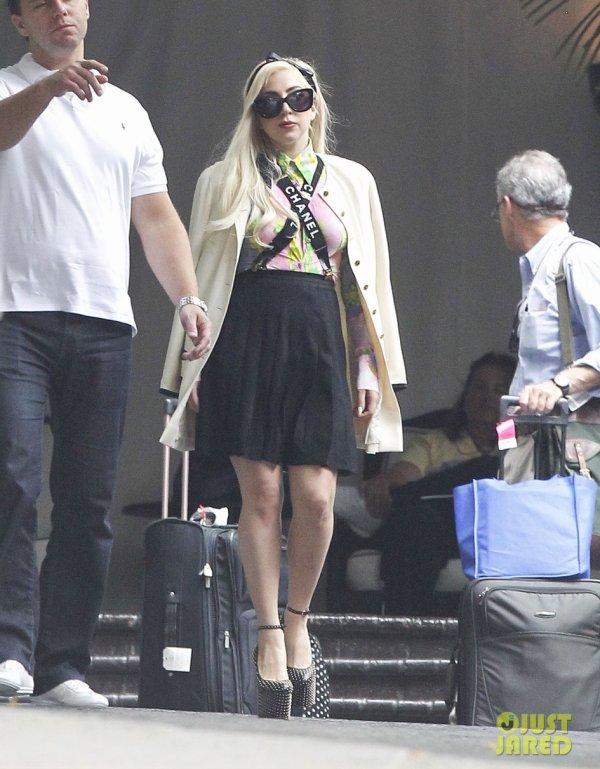 Lady Gaga quitte son hôtel. West Hollywood